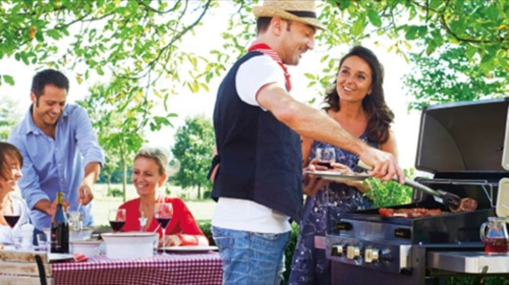 1544616759-BBQ-Party-Ideas-to-Have-Fun-in-the-Sun.jpg